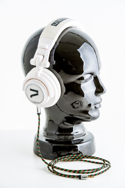Kopfhörer weiß mit Reggae Kabel