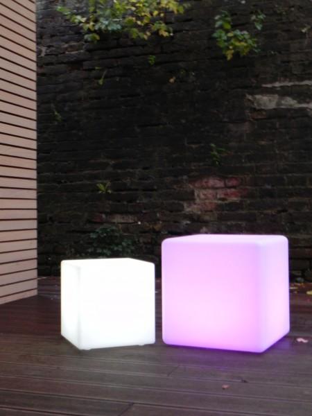 LED Design Cube 30 / Leuchtwürfel, Beistelltisch o. Hocker Sitzwürfel In & Outdoor 30cm Tagesmiete